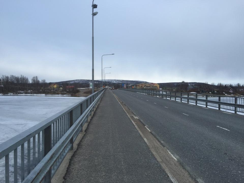 Bridge from Finland to Sweden pretty deserted