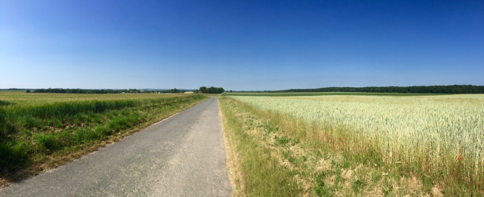 Out into open countryside again post Foret de Compiegne