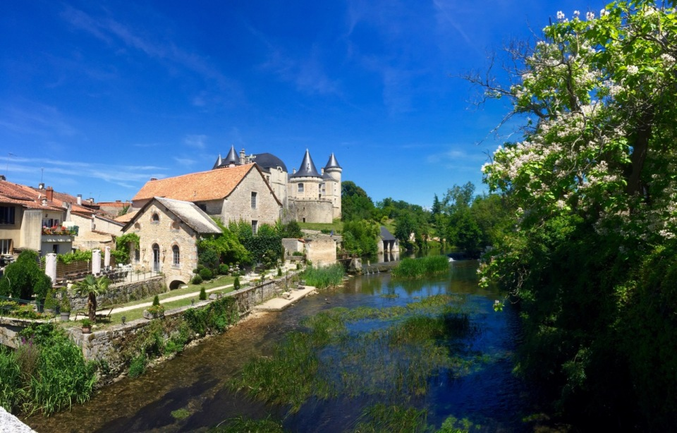 Verteuil-sur-Charente - river and chateau panorama