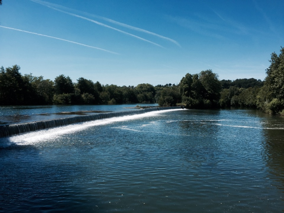 Riding alongside the Charente to Sireuil