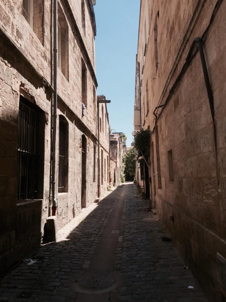 Bordeaux - narrow streets of the antiques quarter