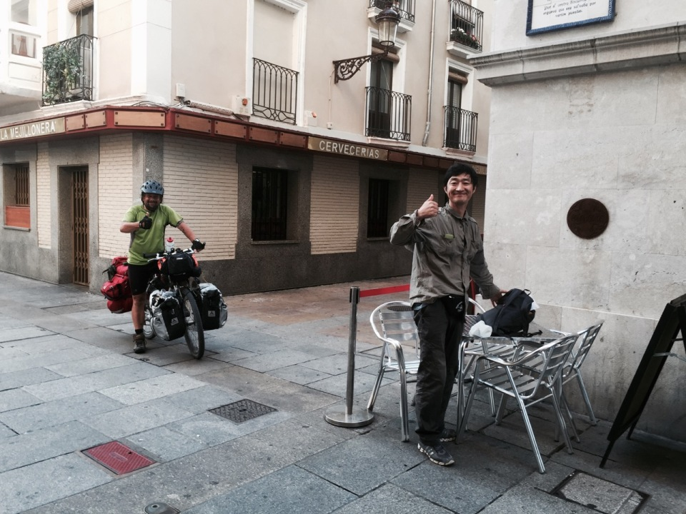 Breakfast stop in Burgos with Richard and River