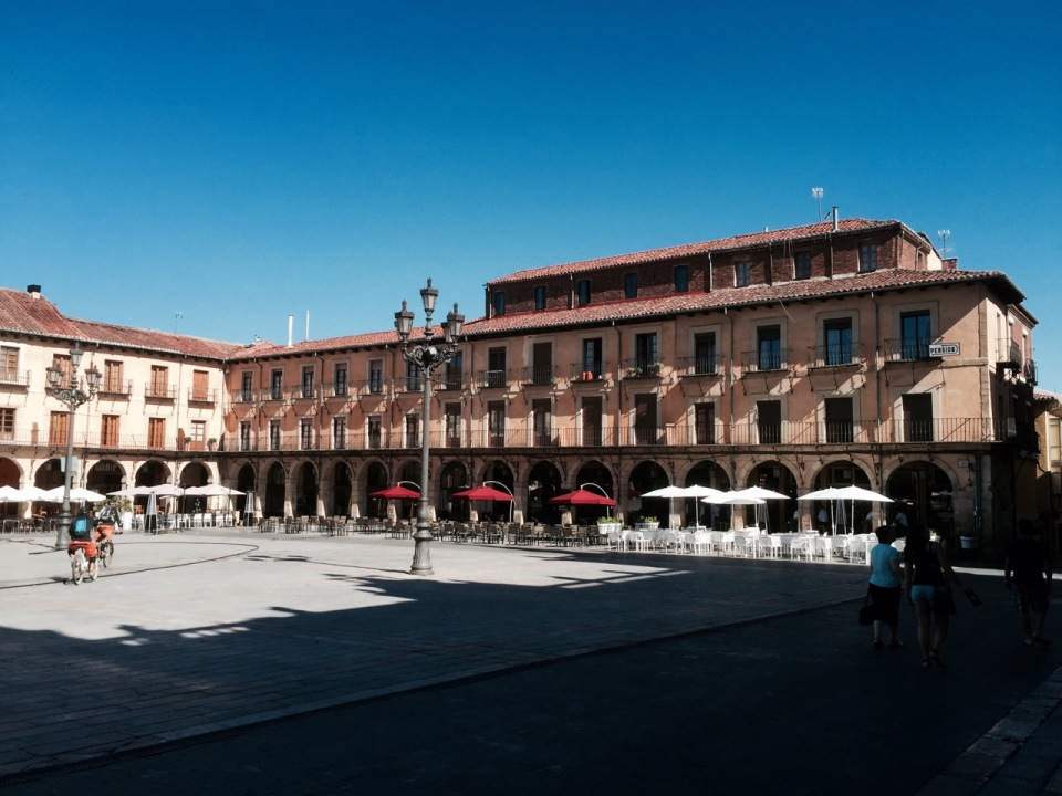 One of the many plazas in Leon