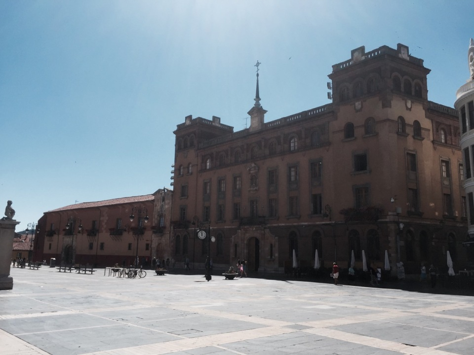 Plaza next to cathedral
