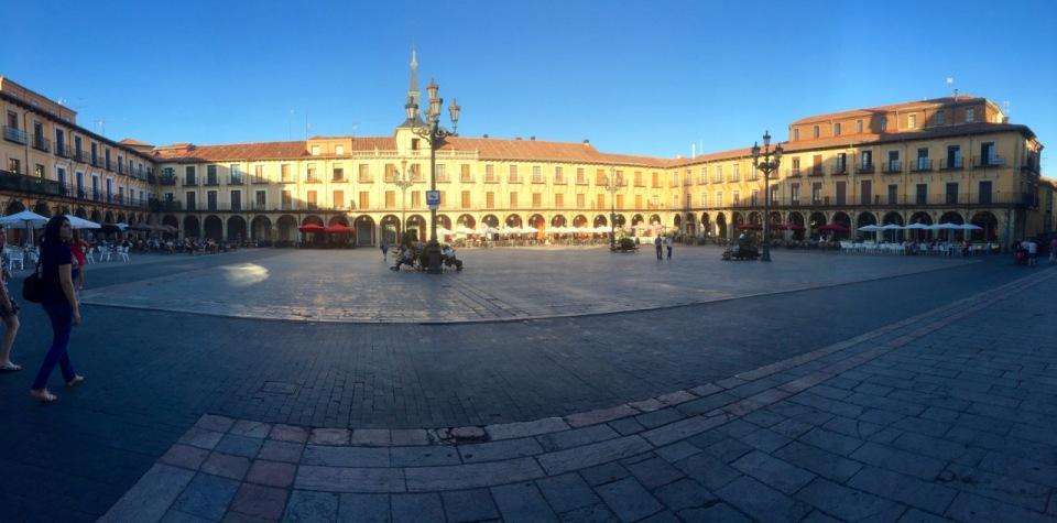 Plaza panorama - Leon