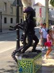 Alien street performer 2