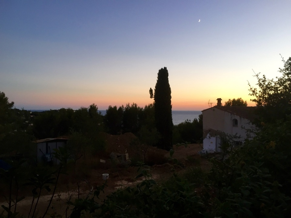 Room with a sea view; sunset in Le Pradet