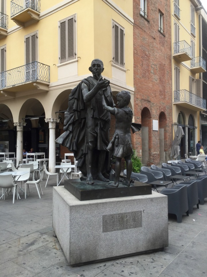 Statue commemorating Antonio Stradivari