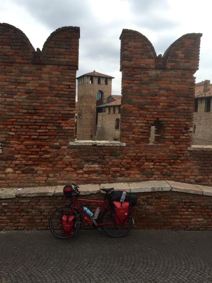 Smaug on old bridge over the Adige