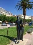 Statue honouring tourists, Makarska