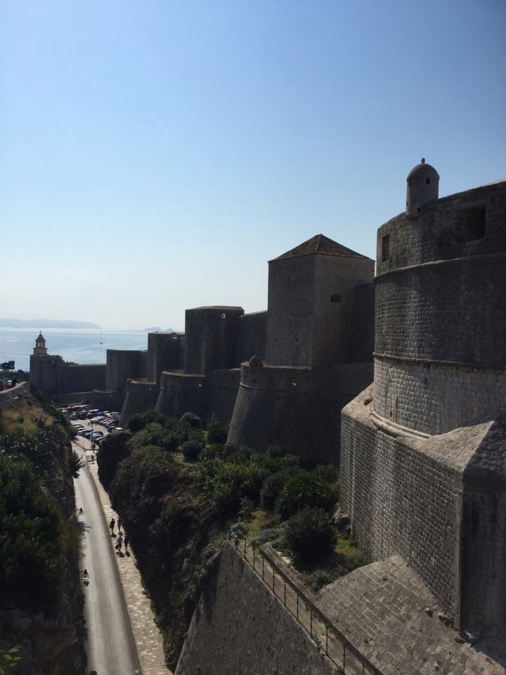 Regular towers along walls would give defenders excellent vantage points