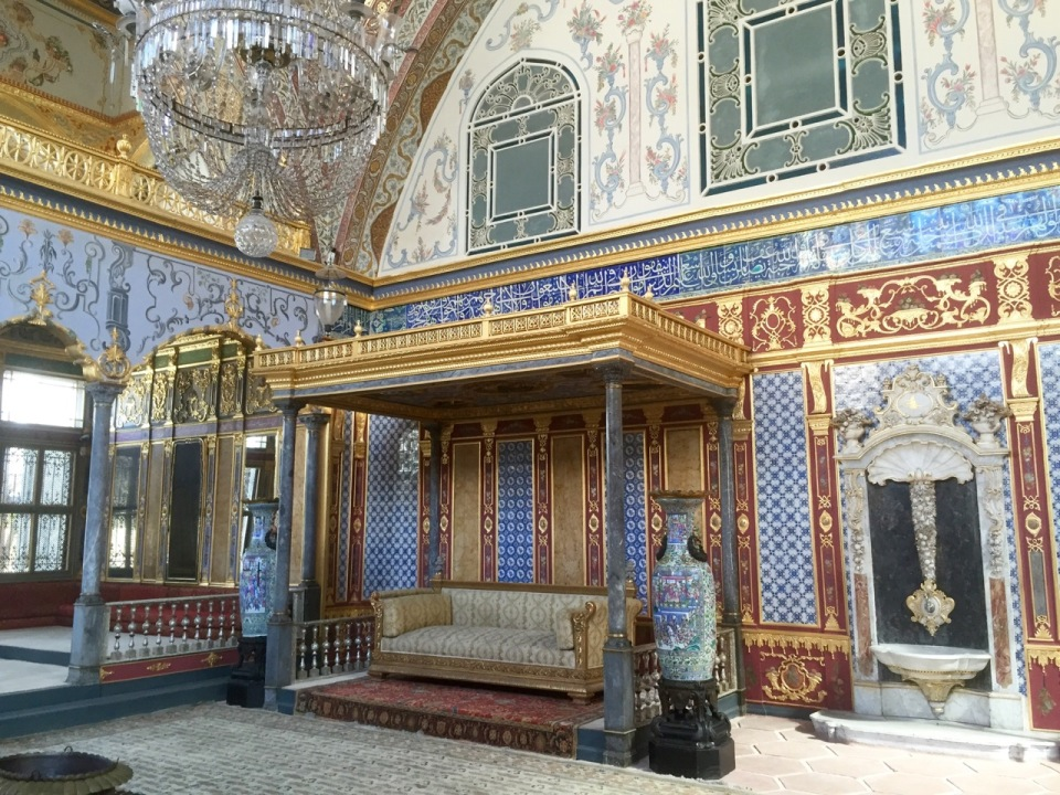 The Sultan's wealth in evidence