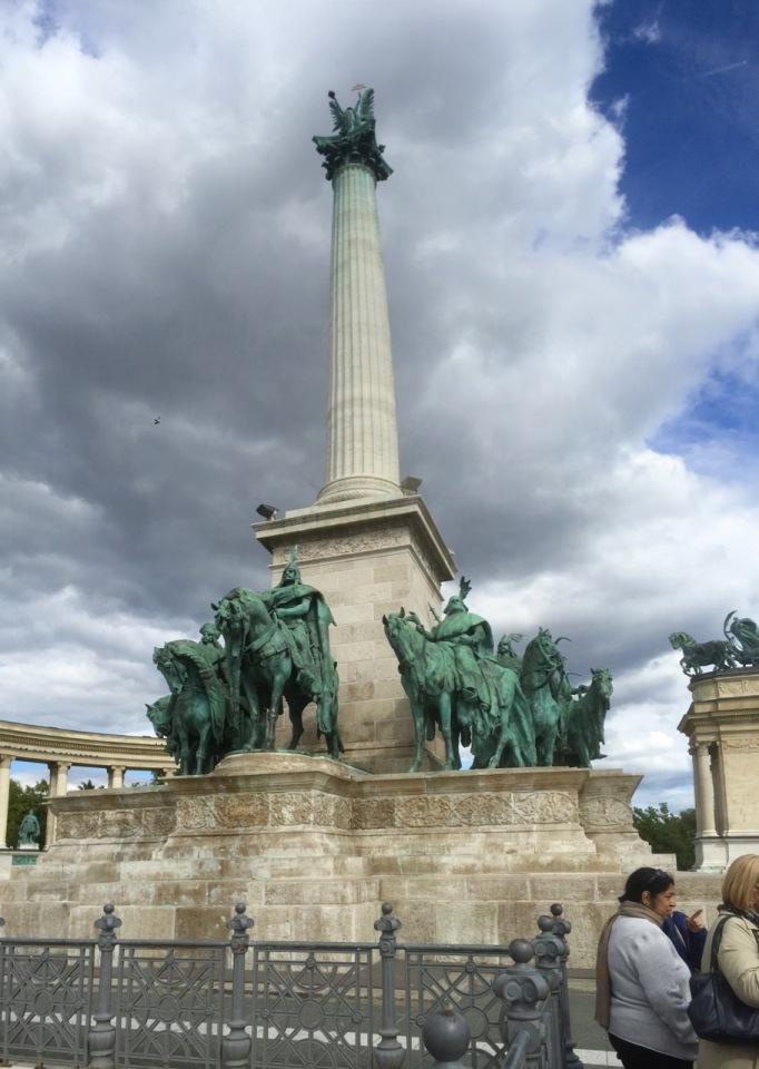 Column panorama, Hero's Square
