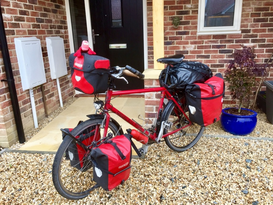 Bike - Smaug - packed and ready for 10 days on the road