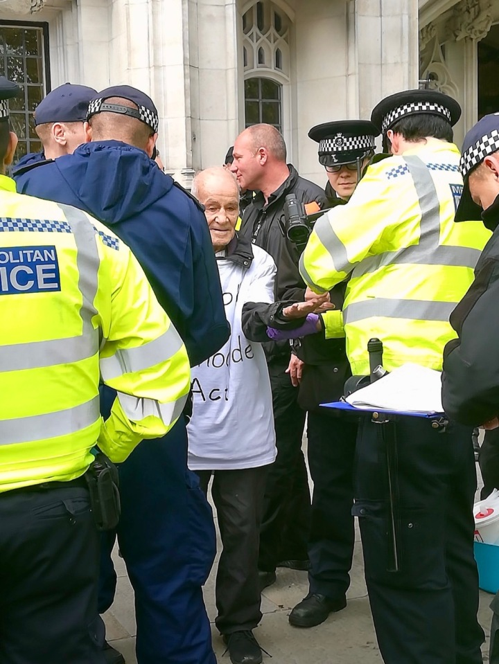 Much support as elderly activists arrested