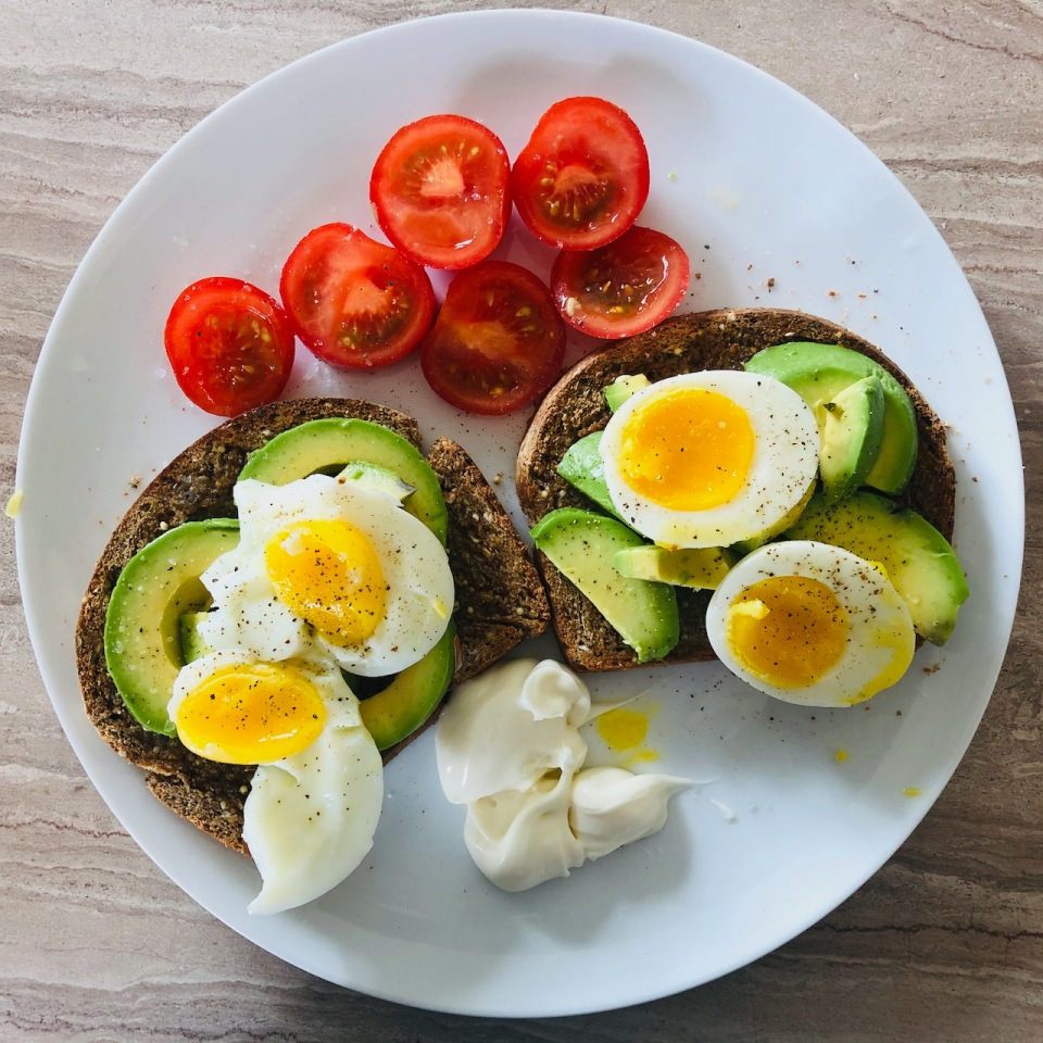 Eggs, avocado, tomatoes and homemade bread